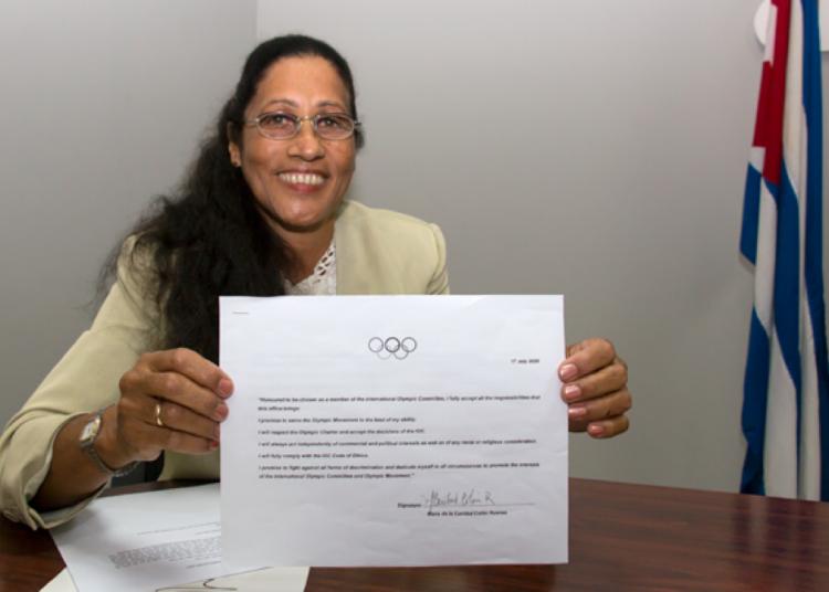La exjabalinista cubana y primera campeona olímpica de Latinoamérica fue electa miembro del COI. Foto: @Jit/Twitter.