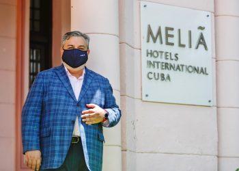 El subdirector general de la hotelera Meliá en Cuba, Francisco Camps, durante una entrevista con la agencia española EFE en La Habana, en julio de 2020. Foto: Yander Zamora / EFE / Archivo.