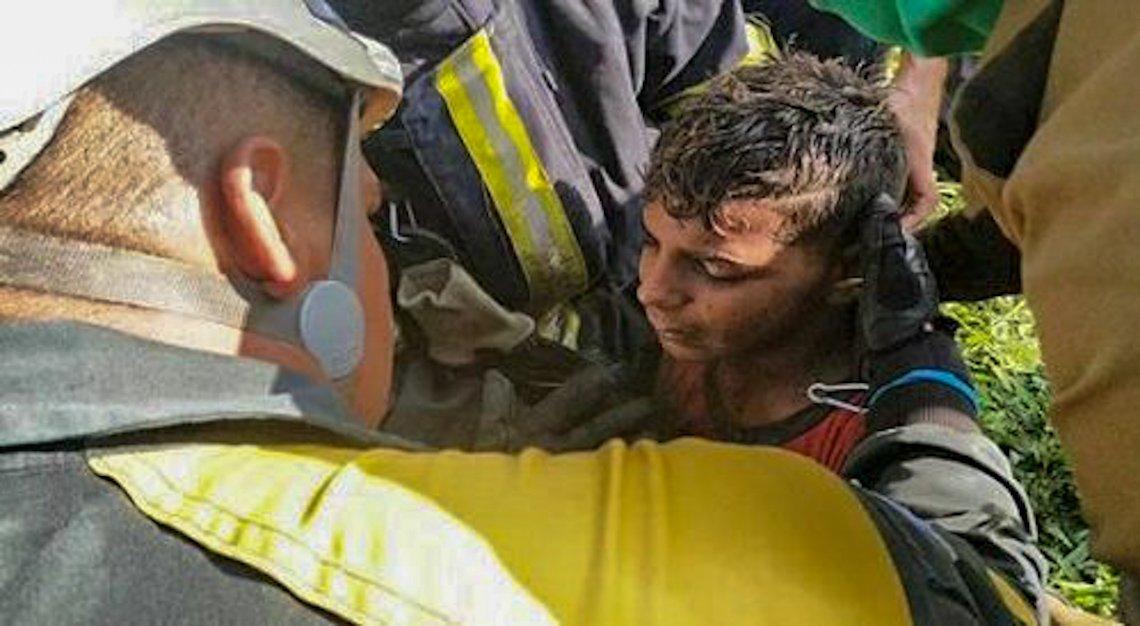 Bomberos lograron salvar la vida al niño Luis Yunier. Foto: Tribuna de La Habana.