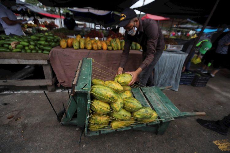 La pandemia de COVID-19 puede agudizar el hambre en Venezuela y en países centroamericanos como Nicaragua, El Salvador, Guatemala y Honduras, alerta un informe publicado este viernes por Oxfam. EFE/Gustavo Amador.