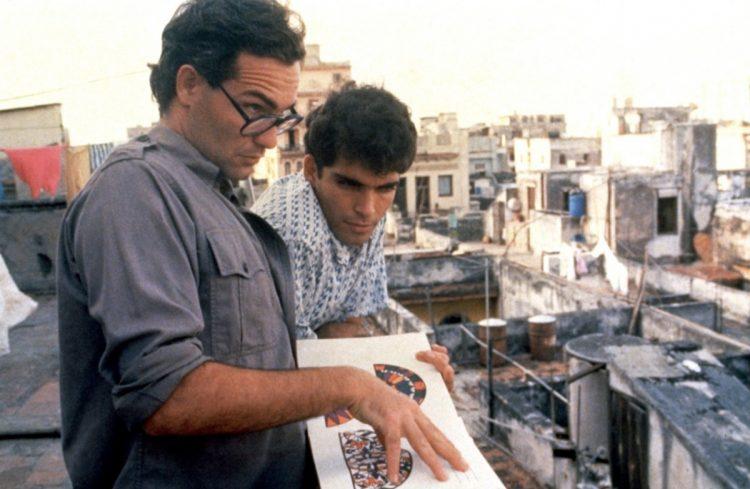 """El actor cubano Jorge Perugorría junto a Vladimir Cruz en una escena del filme """"Fresa y Chocolate"""". Foto: IMDB"""