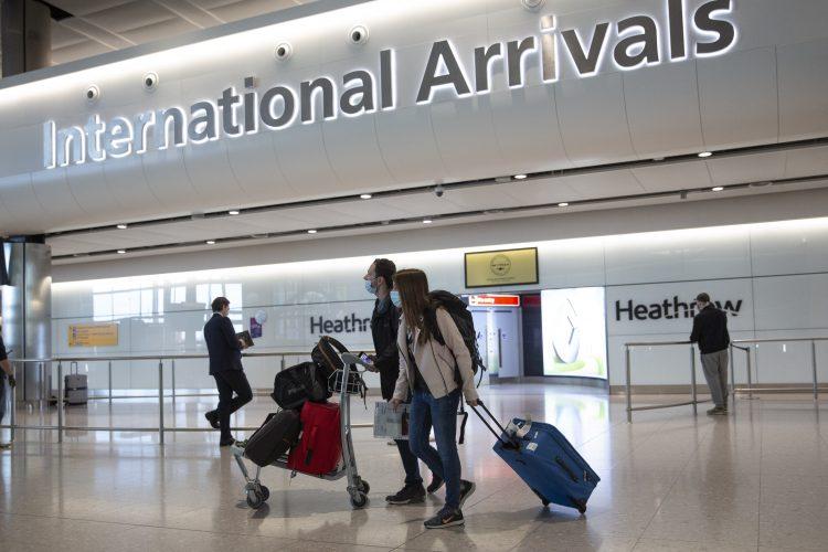 Escasa actividad en el aeropuerto de Heathrow, en Londres. Foto: Matt Dunham, archivo