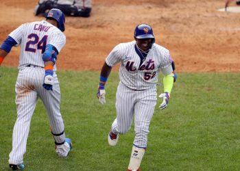 Yoennis Céspedes reapareció en los terrenos de MLB con jonrón y dio la primera victoria a los Mets en la temporada. Foto: Tomada del Facebook de Yoennis Céspedes.