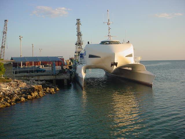 Catamarán que transporta pasajeros entre el puerto de Batabanó, en Cuba, y la Isla de la Juventud. Foto: Victoria / Archivo.