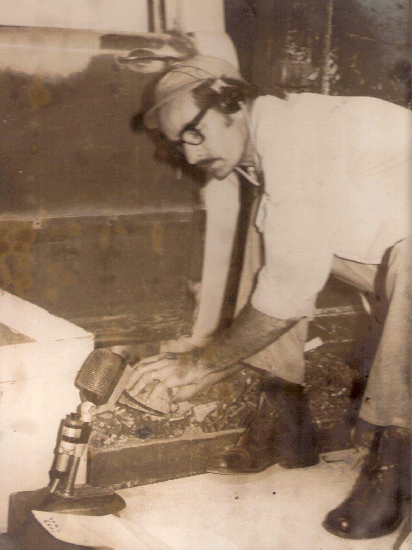 Gerardo Gómez, en sus tiempos de efectista del Cuadro Dramático de la CMKC, en Santiago de Cuba. Foto: Archivo de Eric Caraballoso Díaz.