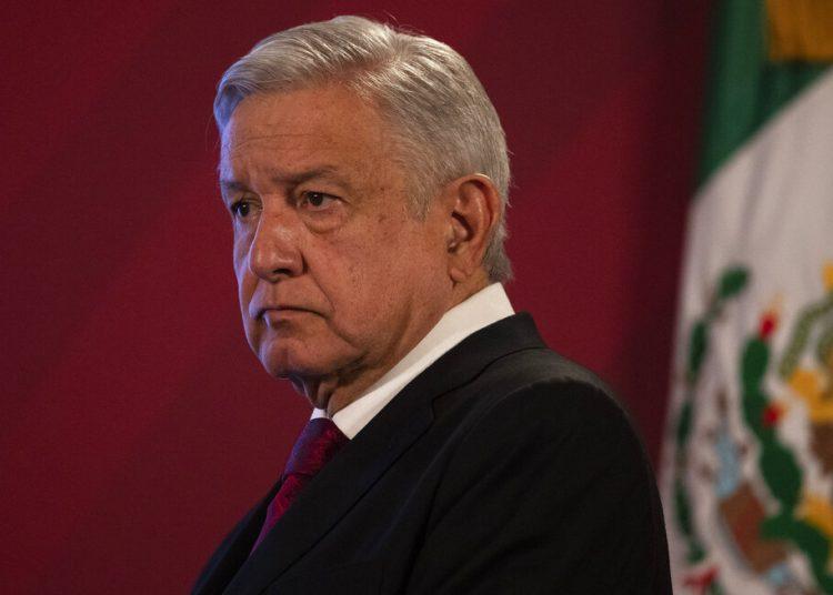 El presidente Andrés Manuel López Obrador llega a su conferencia de prensa diaria el lunes 13 de julio de 2020 en el Palacio Nacional, en la Ciudad de México.Foto: AP/Marco Ugarte.