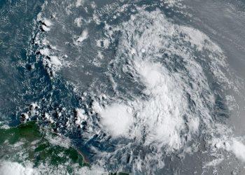 Imagen de satélite de la depresión tropical número 13. Foto: NOAA National Hurricane Center/Facebook.