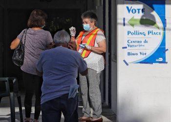 Electores acuden a un puesto de votación en las primarias de la Florida. Foto: EFE/archivo