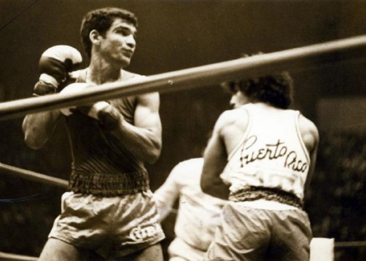 Uno de sus grandes triunfos lo consiguió en la cita mundial amateur celebrada entonces en el Coliseo de la Ciudad Deportiva de La Habana, donde debutó con triunfo sobre el dominicano José Caba y sumó otras tres victorias en la división de los 54 kilogramos. Foto: Granma