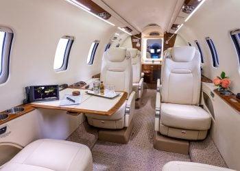 Interior de un Lear Jet, el más popular avión de uso privado. | Bombardier.