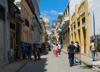 En cuanto a las regiones desde las cuales fueron realizados los diagnósticos: La Habana reportó 36 contagios; Artemisa, seis; mientras que Villa Clara y Las Tunas dieron cuenta de uno cada una.  Foto: Otmaro Rodríguez