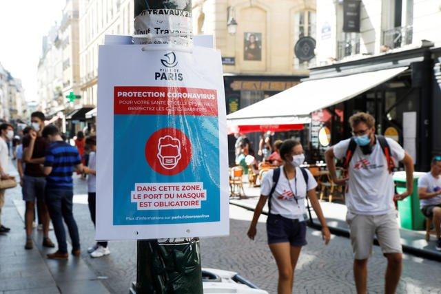 Francia: Cualquier persona mayor de 11 años se enfrenta a una multa de 135 € si es sorprendida sin nasobuco en zonas donde se requiere usarlo. Foto: CBS.