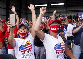 Foto tomada el 17 de agosto del 2020 de partidarios del presidente Donald Trump en Oshkosh, Wisconsin. Foto: AP/Evan Vucci.