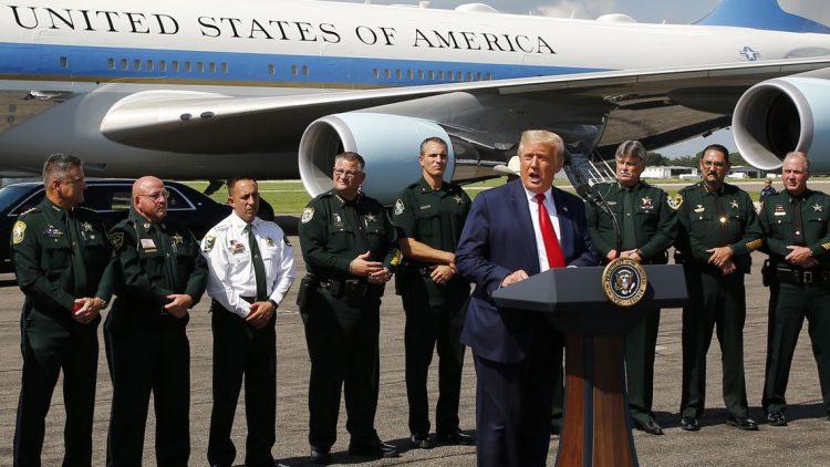 El presidente Trump pronuncia un discurso a la llegada a Tampa el 31 de julio.   Tampa Times