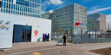 Vista exterior del hospital Nº 40 de Kommunarka, en las afueras de Moscú, que trata a enfermos de COVID-19. EFE/Fernando Salcines/Archivo.