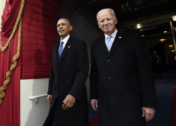 Barack Obama y Joe Biden, entonces presidente y vicepresidente, arriban a la juramentación del presidente electo Donald Trump en Washington. Foto: Saul Loeb/Pool Photo via AP/Archivo.