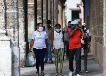 Cuba acumula 277 mil 863 pruebas realizadas desde marzo, y de ellas 2 mil 701 han sido positivas. El número de casos activos llegaban hoy a 229. Foto: Yander Zamora/EFE