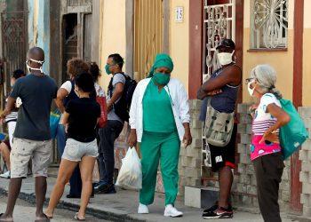 Los 46 casos de COVID-19 en Cuba hoy fueron detectados o corresponden a La Habana, Artemisa, Pinar del Río, Villa Clara y Mayabeque. Foto: Ernesto Mastrascusa/EFE