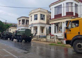 Desinfección de calles en La Habana por la COVID-19. Foto: Radio Rebelde.