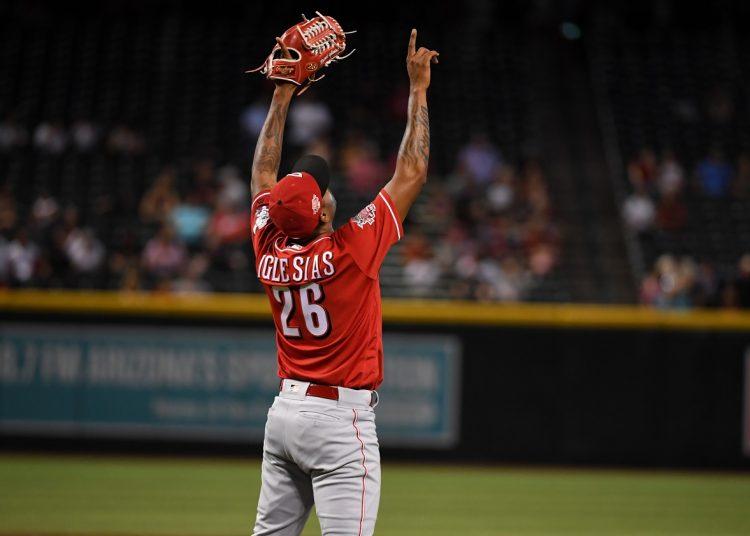 Raisel Iglesias se convirtió este sábado en el tercer cubano con al menos 100 juegos salvados en MLB. Foto: Norm Hall/Getty Images.