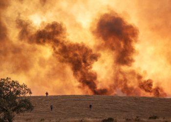 Un incendio en Almonaster la Real en Huelva, España, el jueves 27 de agosto de 2020. Foto: A. Pérez, Europa Press vía AP.