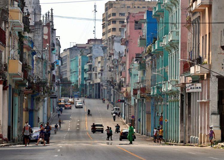 El mayor número de casos los reporta La Habana, con una tasa de contagios de 23,32 por cada 100 000 habitantes. El resto de los territorios con nuevos enfermos fueron Artemisa, Matanzas y Las Tunas. Foto: Ernesto Mastrascusa/EFE.