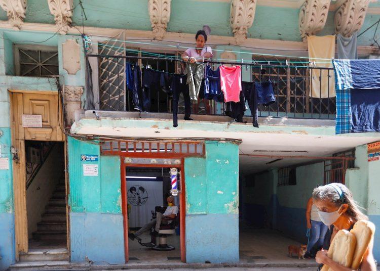 Los seis casos con fuente de infección en el extranjero (México, Costa Rica y Venezuela) corresponden a La Habana, Granma, Mayabeque. Matanzas y Holguín. La Habana tuvo el mayor número de casos. Foto: Yander Zamora/EFE