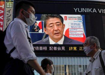 Abe, de 65 años, notificó hoy su intención de dimitir por las mismas razones de salud que hace trece años motivaron su primera renuncia como primer ministro . Foto: KIMIMASA MAYAMA/ EFE/EPA.