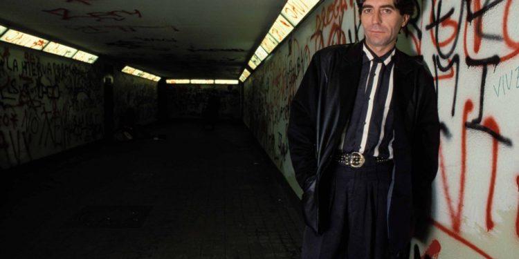 """Joaquín Sabina en 1990, año en que sale al mercado su noveno disco: """"Mentiras Piadosas"""". Foto tomada de El país,"""