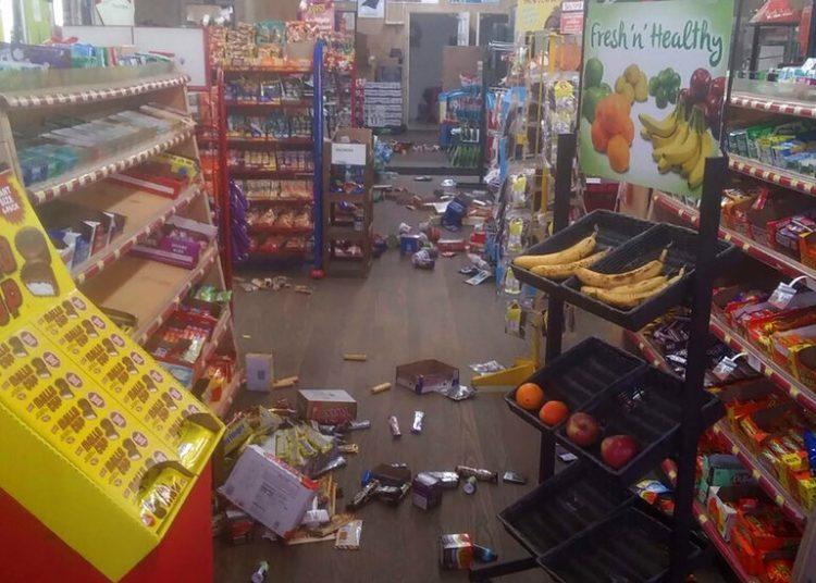 La escena en una tienda de Sparta, Carolina del Norte, tras el impacto de un sismo el 9 de agosto del 2020.  Foto: Michael Hull via AP.
