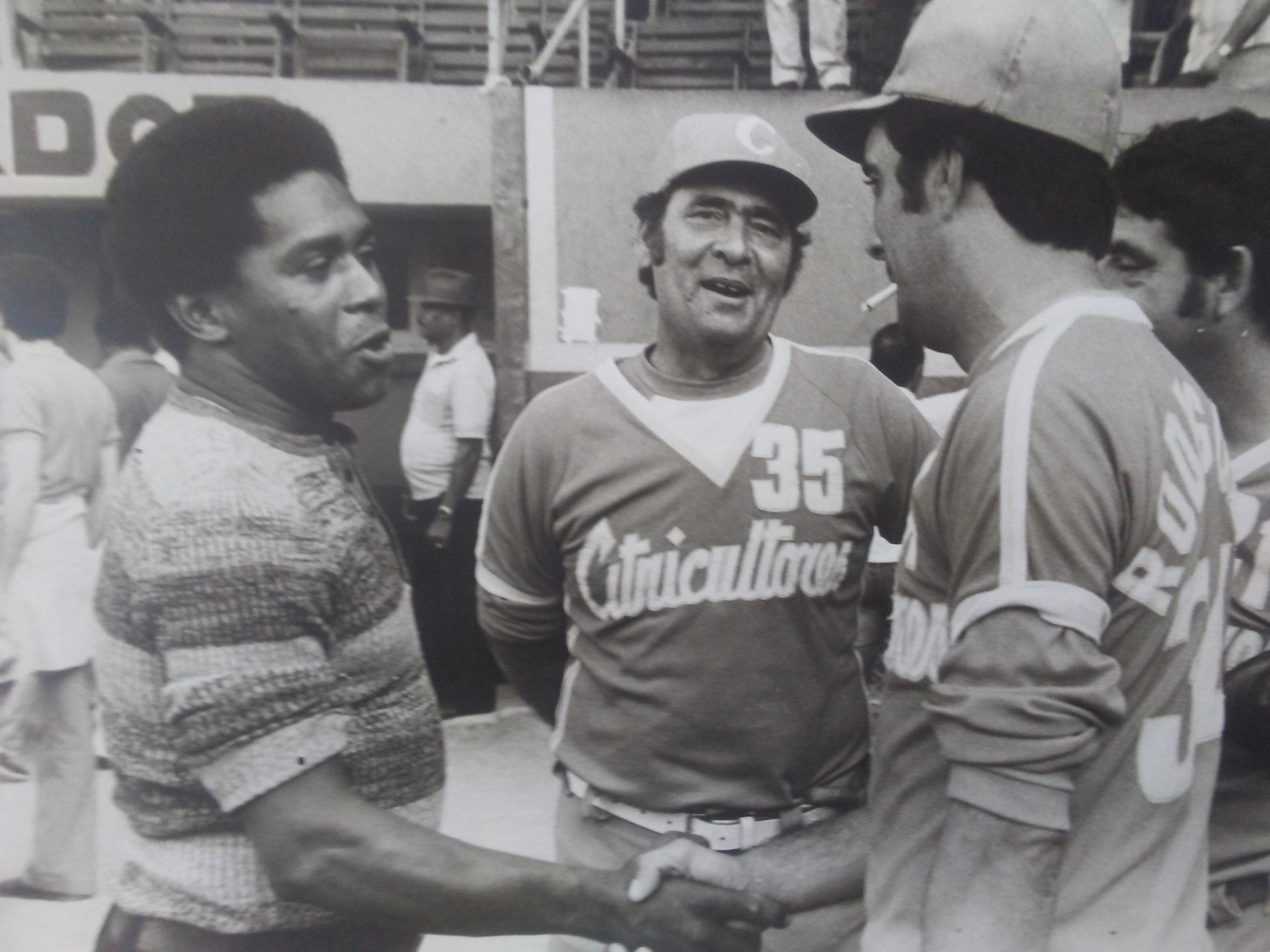 Tomás Soto (al centro) marcó un época al frente de Citricultores a inicios de los 80. Foto: Cortesía de Tomás Soto.