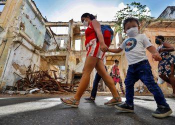Aunque solo un menor fue reportado entre los afectador por el nuevo coronavirus hoy en Cuba, el doctor Durán llama la atención sobre los niveles de contagio del virus en menores y jóvenes. Foto: Yander Zamora/EFE