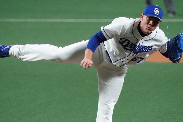 Yariel Rodríguez debutó por la puerta grande en el máximo nivel del béisbol japonés. Foto: Página oficial de los Dragones de Chunichi.