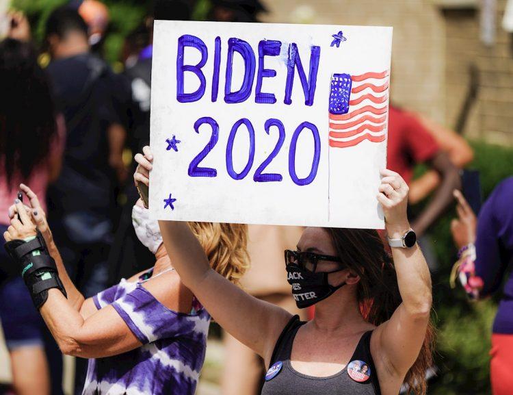 Seguidores del exvicepresidente y candidato demócrata a la presidencia de los Estados Unidos, Joe Biden. Foto: Tannen Maury / EFE.