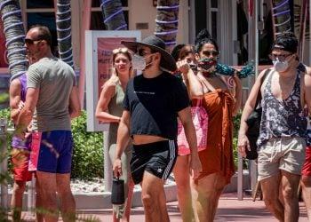 Personas en Florida, EE.UU., durante la pandemia de coronavirus. Foto: Giorgio Viera / EFE / Archivo.