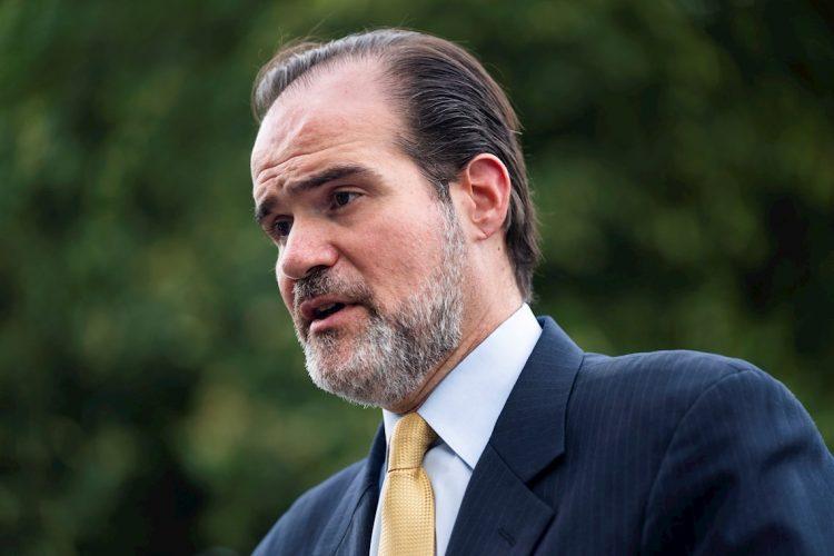 El estadounidense de origen cubano Mauricio Claver-Carone, electo presidente del Banco Interamericano de Desarrollo. Foto: Jim Lo Scalzo / EFE / Archivo.