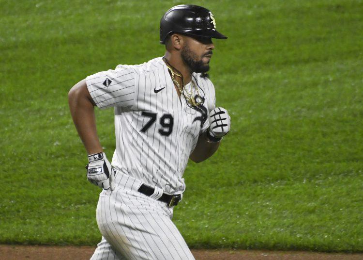 El cubano José Abreu, de los Medias Blancas de Chicago, recorre las bases luego de conectar un jonrón de tres carreras en la quinta entrada del juego ante los Tigres de Detroit, el sábado 12 de septiembre de 2020 (AP Foto/David Banks)