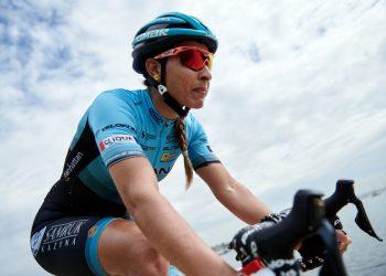 La ciclista cubana Arlenis Sierra, capitana del Astana Women's Team. Foto: Astana Women's Team / Twitter.