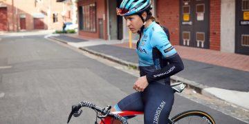 La ciclista cubana Arlenis Sierra, capitana del Astana Women's Team. Foto: @astanawomen/Twitter.