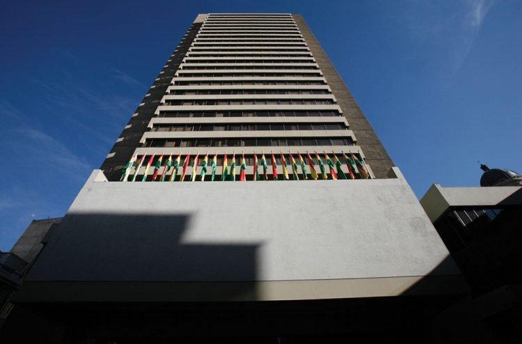 Edificio principal del Banco Central de Bolivia, en el centro de La Paz. Foto: Radio Fide.