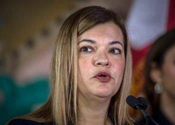 La jueza cubano-estadounidense Bárbara Lagoa mientras habla durante un acto en la Torre de la Libertad de Miami, Florida. Foto: Giorgio Viera/EFE.
