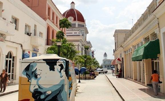 El Boulevard de Cienfuegos. Foto: Cuban Adventures.