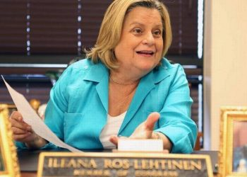 La ex congresista, Ileana Ros-Lehtinen, en una foto de archivo tomada en su oficina de Miami el año 2015. | AFP