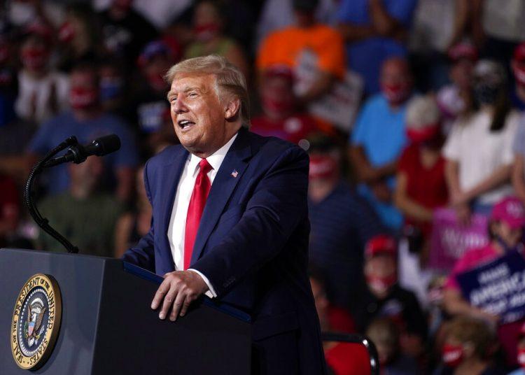El presidente Donald Trump durante un acto de campaña en el aeropuerto Smith Reynolds, de Winston-Salem, Carolina del Norte, el martes 8 de septiembre de 2020. Foto: Evan Vucci/AP.