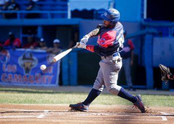 El jardinero camagüeyano Loidel Chapellí lidera los bateadores de la 60 Serie Nacional con un astronómico average ofensivo de 722. Foto: Calixto N. Llanes / JIT / Archivo.