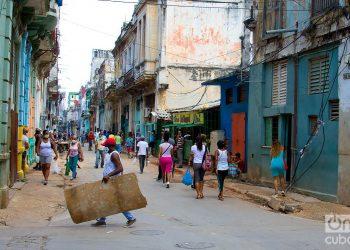 Una calle de La Habana, durante rebrote de COVID-19. Foto: Otmaro Rodríguez.