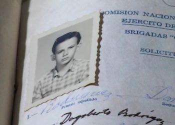 Planilla de solicitud original de Silvio Rodríguez para incorporarse a la campaña de alfabetización en el año 1961. Foto: Cortesía de Catherine Murphy