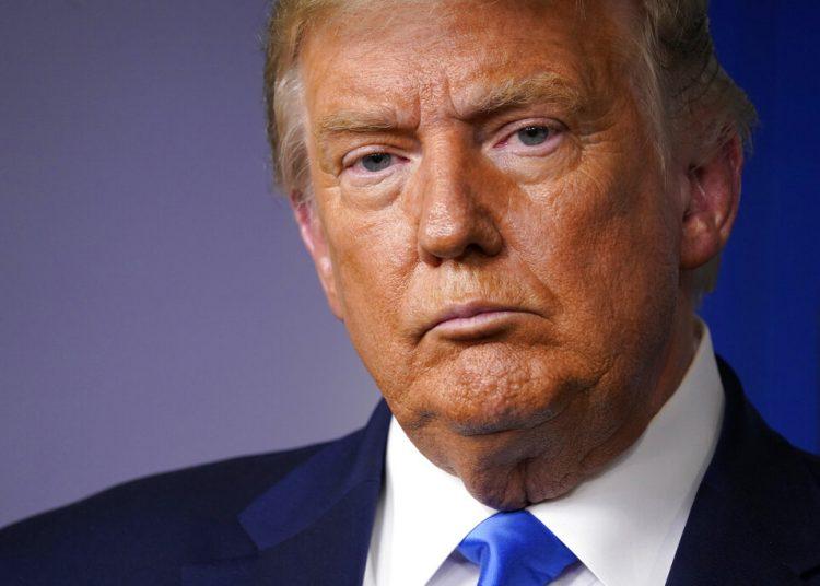 El presidente estadounidense Donald Trump escucha preguntas en una conferencia de prensa en la Casa Blanca el 23 de septiembre del 2020. Foto: AP/Evan Vucci.
