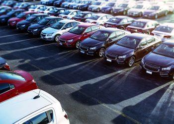 Estacionamiento de carros usados en Miami. | Carmax