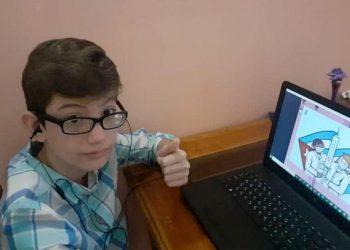 Carlos Renier Velázquez sabe leer con fluidez desde preescolar y a los tres años ya estaba sentado frente a una computadora. Foto: Instituto Finlay/Facebook.